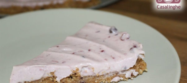 Cheesecake ai frutti di bosco con cioccolato bianco