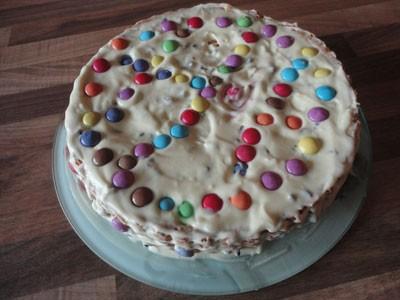 ricetta torta crema chantilly con gocce di cioccolato e smarties