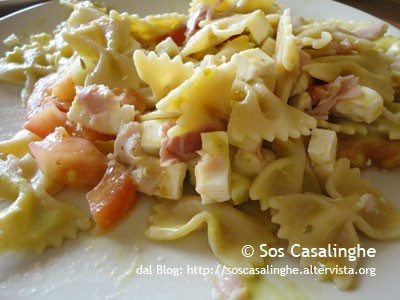 Ricetta Farfalle al pesto di zucchine con pomodori, formaggio e prosciutto cotto